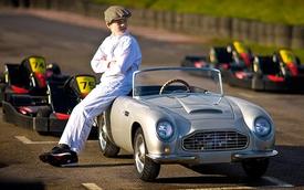 Xe đồ chơi Aston Martin DB Junior có giá chát